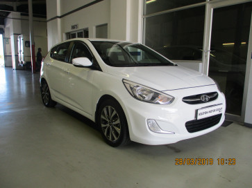 Hyundai Accent Hatch 1.6 Fluid Manual