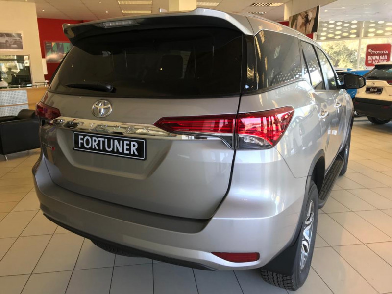 Toyota Fortuner 2.8 GD-6 RB MT